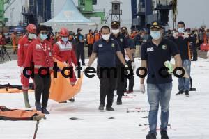 Evakuasi Korban dan Serpihan Pesawat Sriwijaya Air SJ182